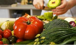 Hangi yemekler kilo aldırmaz ne yemeliyiz
