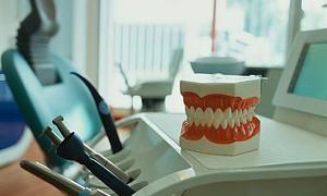 Protez dişleri boğazına kaçtı