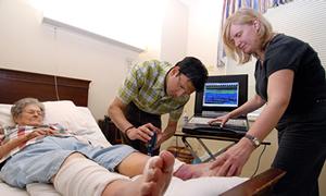 Yatalak hastaya evde sağlık hizmeti