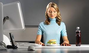 Bilgisayar karşısında yiyenler dikkat