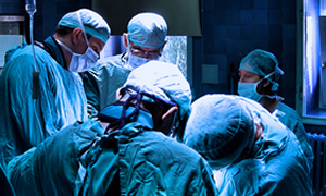 Eylemci doktorlar  ameliyathane bastı