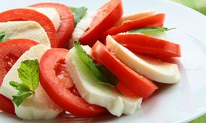 Peynirli salata yedi kat daha yağlı