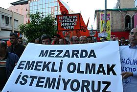 Çalışandan Meclis kapısında protesto