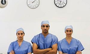 Kamuda çalışan doktorlar özelde çalışamayacak