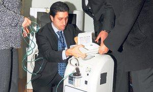 Devlet, hastanın solunum cihazını evine götürüyor