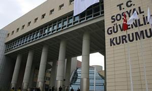 SGK'nın uygulamalarına zincirli protesto