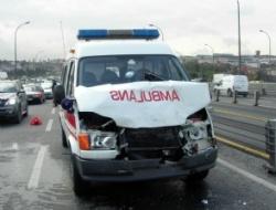 Adıyaman'da, ambulans ile otomobil çarpıştı