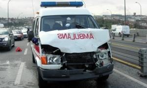 Erzurum'da ambulansla otomobil çarpıştı: 4 yaralı