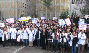 Trabzon'da sağlıkçılar ayaklandı!