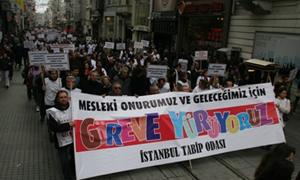 Tıp Haftası Taksim Yürüyüşünde 3000 Hekim Buluştu