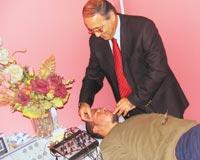 Lazer tedavisi ve akupunktur ile görmeyen gözlere derman oluyor
