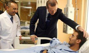 Erdoğan, hastanede tedavi gören Libyalı yaralıları ziyaret etti
