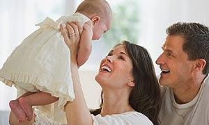 İlk 6 ay bebeğinizle aynı odada uyuyun