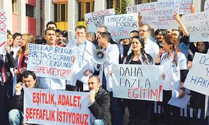 Başhekim Yazar: Sağlık çalışanlarının grev yapmasına karşıyız