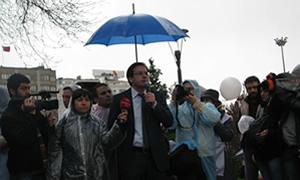 Sağlık çalışanlarının eylemi yağmur engeline takıldı