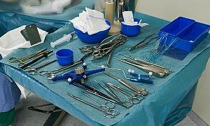 Cerrah hastanın karnında pensi unutttu!
