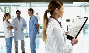 SGK ile çalışan 120 bin doktorun da aylık karnesi çıkarılacak