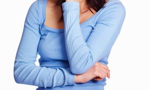Şiddetli karın ve sırt ağrısı safra kesesi taşı belirtisi olabilir!