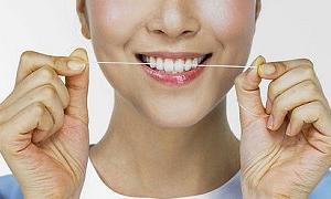 Diş ipi kullanan altı yaş genç gösteriyor