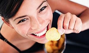 Günde 1 paket cips yiyen senede 5 kilo yağ tüketiyor