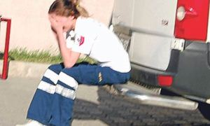 Sağlıkçı anne kurtaramadığı bebek için ağladı