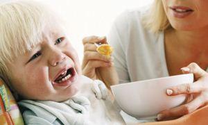 Annenin yedirme ısrarı çocuğu obez yapıyor