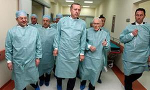 Başbakan'ın ameliyatında tam gün yasası delindi