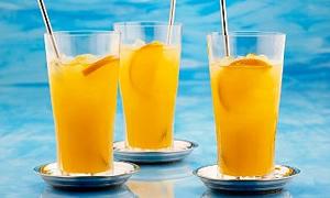 Gazlı içecekler yerine meyveli soda hazırlayın
