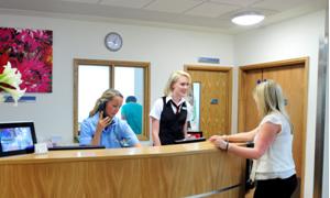 Fazla fark ücreti alan hastanelerin cezası azaltıldı