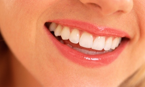 """Ayrık ve kırık dişlerin tedavisinde en etkili yöntem; """"Lamina tedavisi"""""""