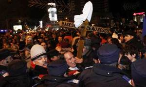 Bükreş bu akşamı da protestolarla geçiriyor
