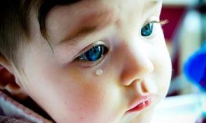 Bebeğiniz durmadan ağlıyorsa ne yapmalısınız?
