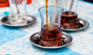 Sıcak ve koyu çaya dikkat!