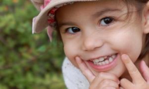 Çocukların gelişiminde, süt dişlerinin ağızda kalması süt kadar önemli
