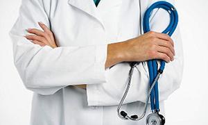 Türk doktor Kosova'da 3 günde yüzlerce hastaya baktı