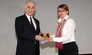 """""""Halk Sağlığı Hizmet  Ödülü"""" Ayhan Şahenk vakfına verildi"""