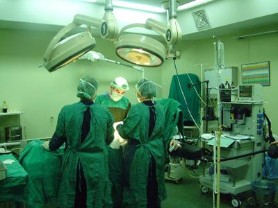 İzmir Atatürk Eğitim ve Araştırma Hastanesi'nin bahçesine, 11 katlı ameliyathane