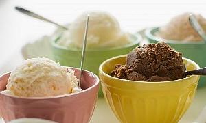 Tatlı yerine üç top dondurma yiyin