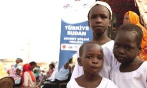 Türk doktorlar Sudan'da 6 bin çocuğu sünnet etti