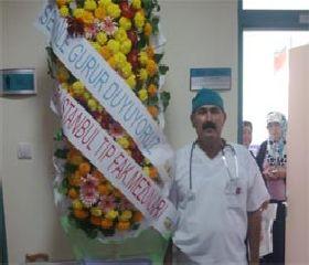 Garip ameliyatı yapan doktora tebrik yağıyor