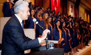 Acıbadem Üniversitesi'nde 127 genç mezuniyet sevincini yaşadı