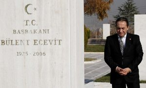 Ankara Tabip Odası Ecevit'in doktorundan savunma istedi