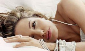 Angelina Jolie'nin teyzesi meme kanserine yenik düştü