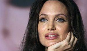 Angelina yaptı aldıran aldırana