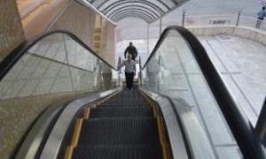 Alışveriş merkezlerindeki yürüyen merdivenler 15 dakika duracak