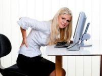 Belinizin ağrımaması için düz destekli sandalyeye oturun