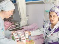 Devlet Hastanesi'nden hastalara sıcak çorba, doğum yapan kadınlara lohusa şerbeti ikramı