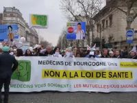 Paris'te sağlık reformu karşıtı yürüyüş