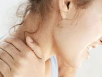 En önemli belirtisi boyunda hissedilen şiddetli ağrı