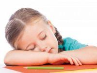Yetersiz uyku, okul başarısını düşürüyor